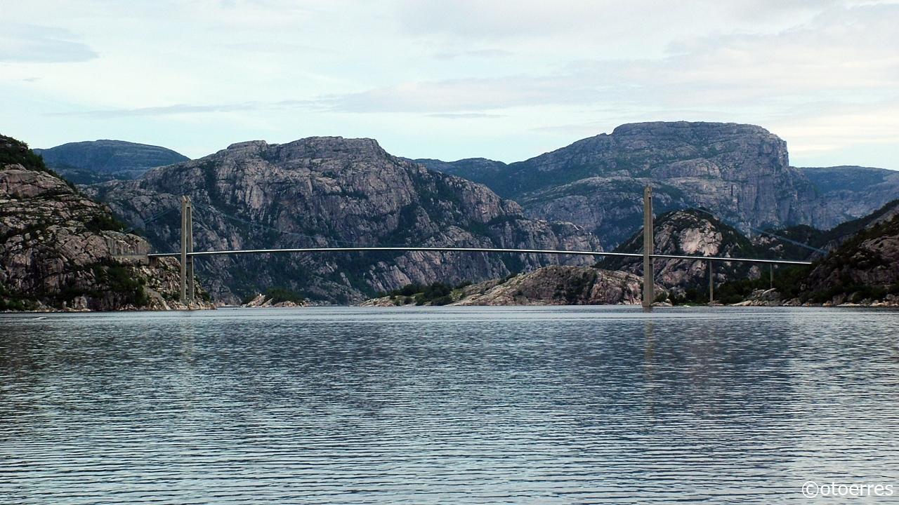 Innseiling - Lysefjorden - Lysefjordbrua - Preikestolen - Rogaland - Norge