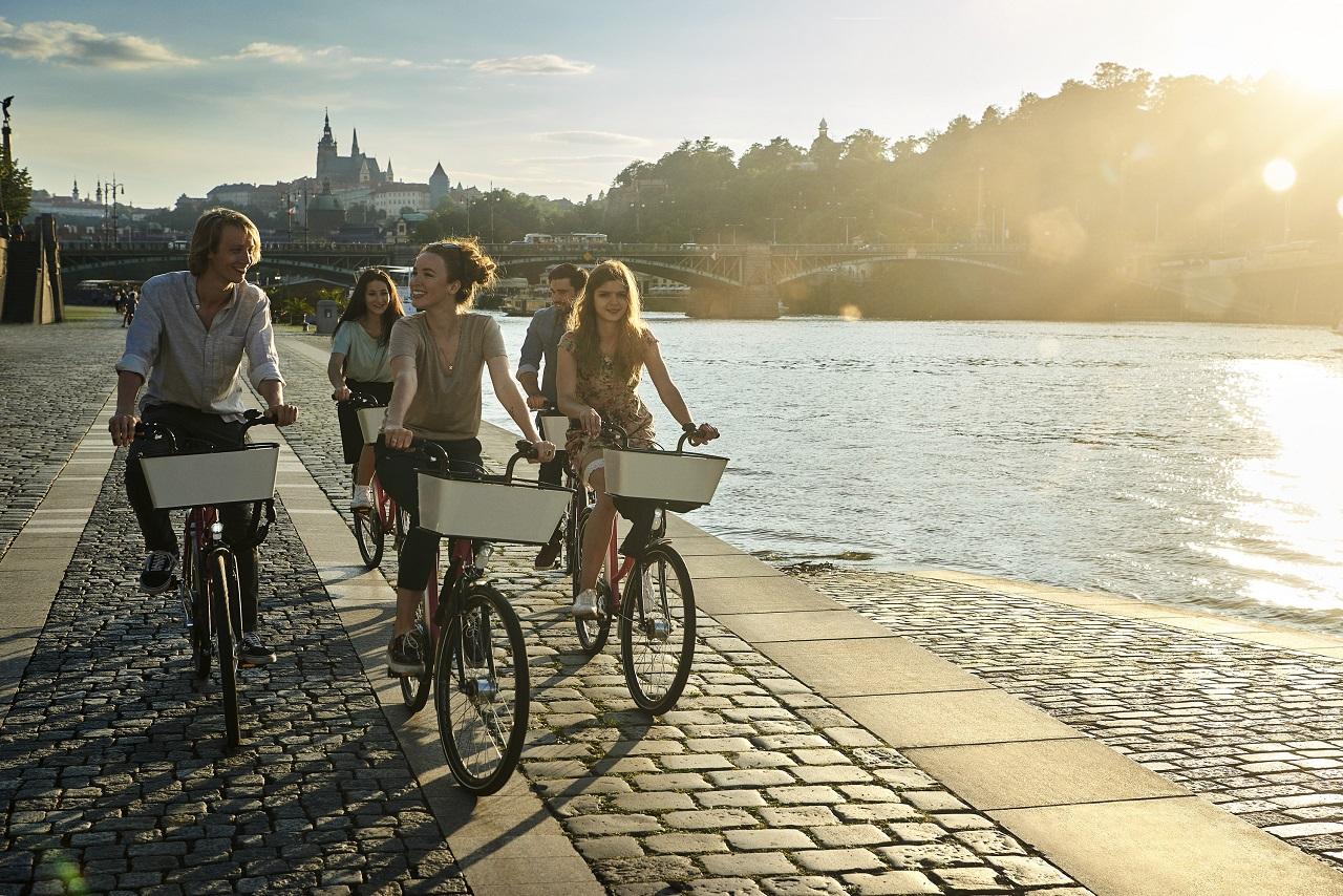 Syklister - Elv - Praha - Tsjekkia