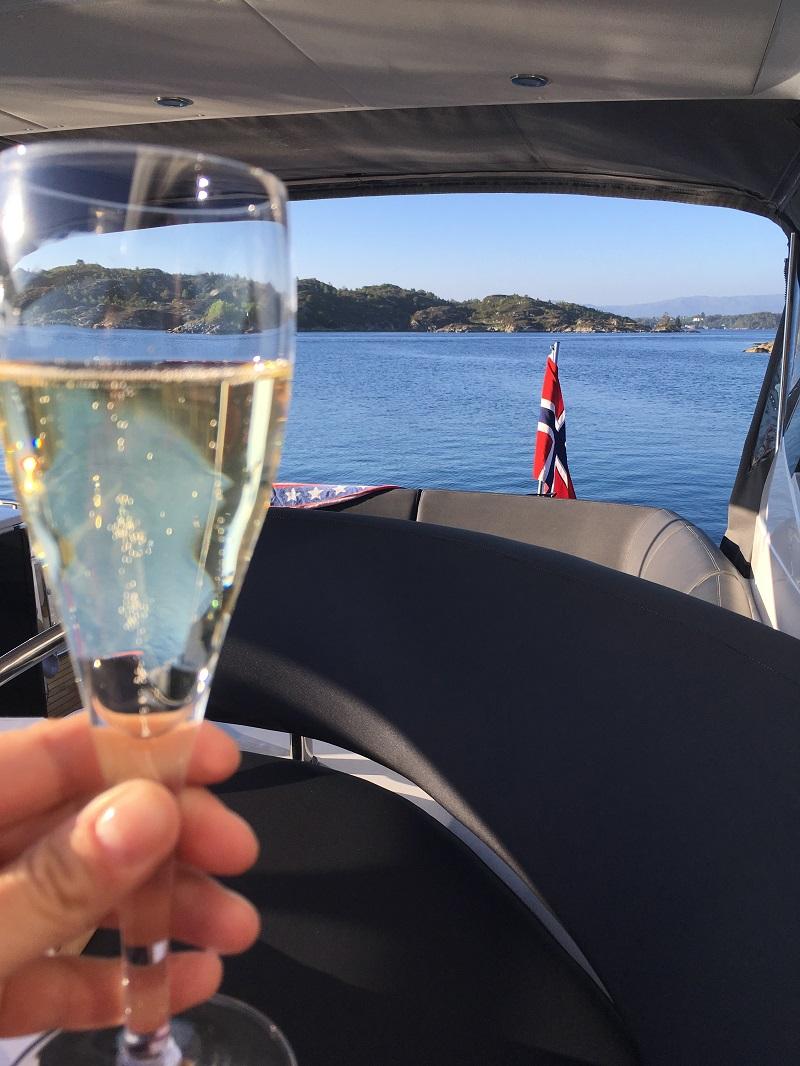 Champagneglass - Fritidsbåt - Fjord - Frende