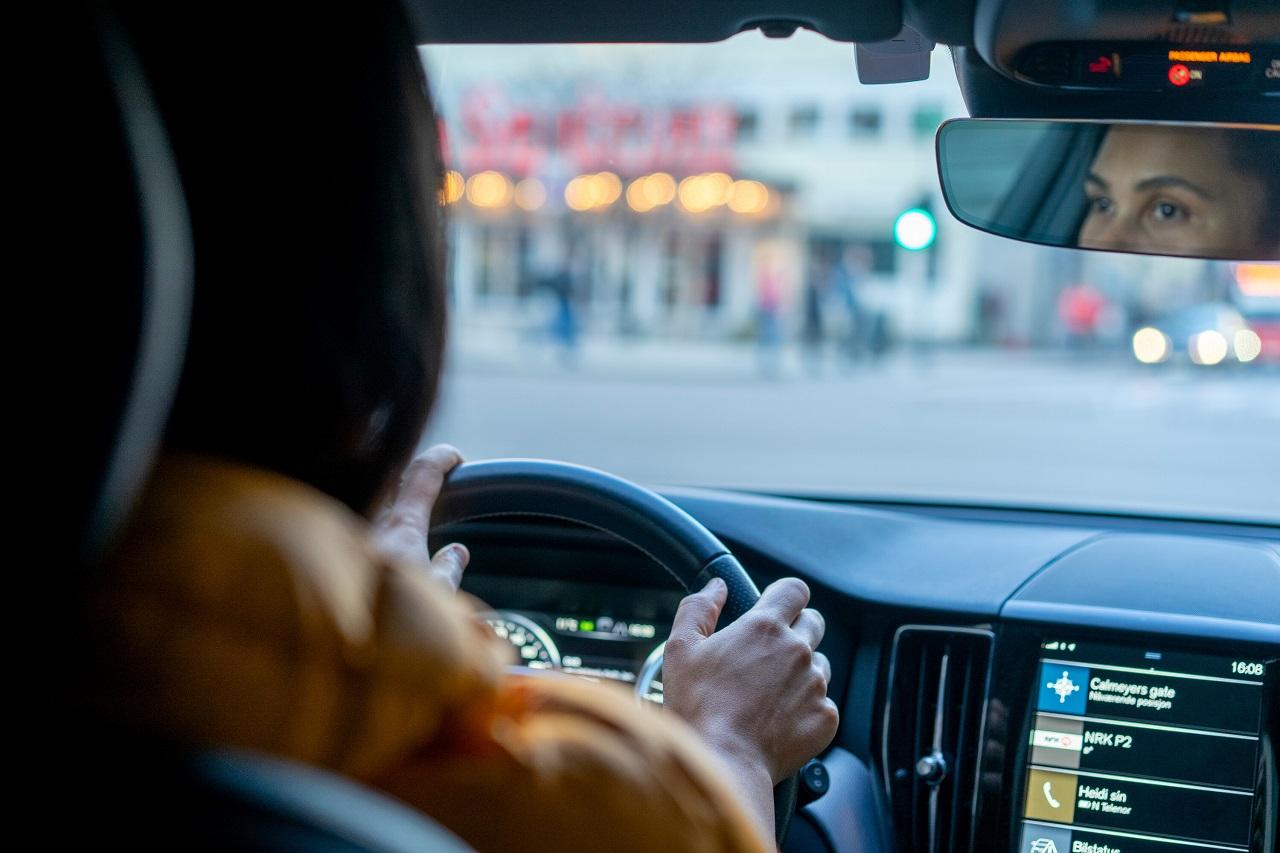 Kvinner - bilkjøring - bak rattet - Fremtind