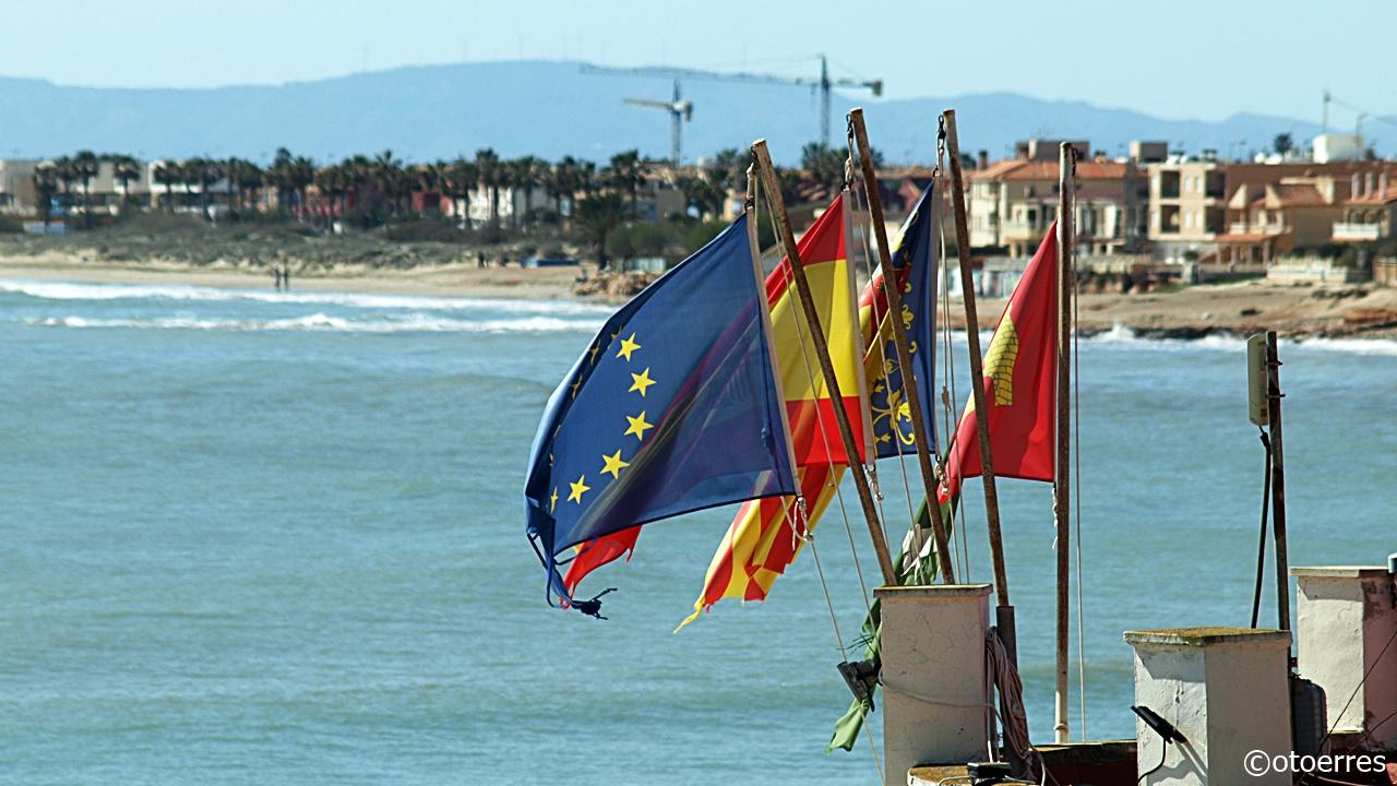 Flagg - Strand - Yacht Club - Torre de la Horadada - Costa Blanca -Spania