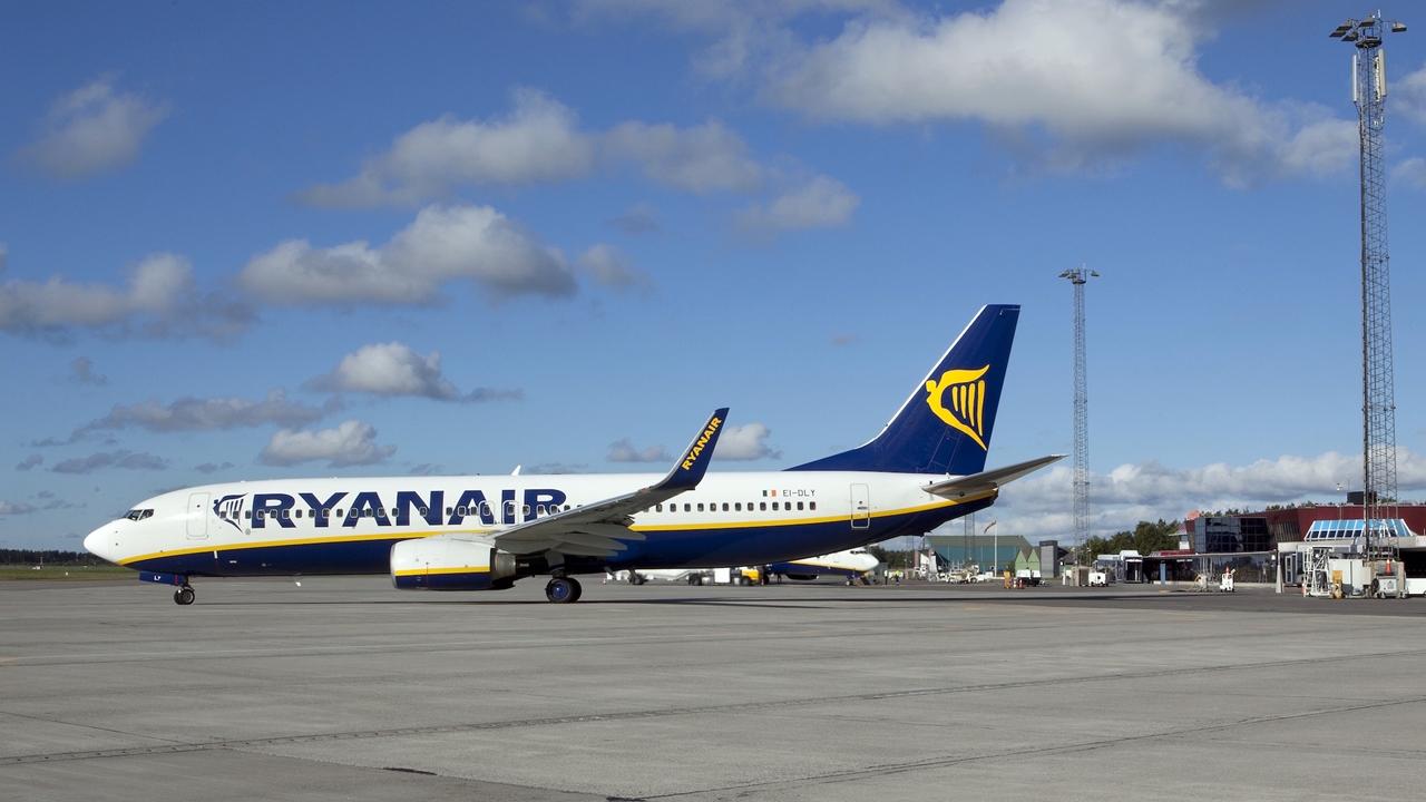 Ryanair - Boeing 737-800 - Aarhus Airport - Danmark