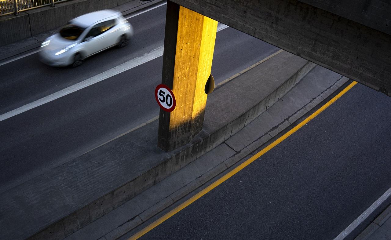 Bil - vei - trafikkskilt - Fartsgrenser - Fremtind